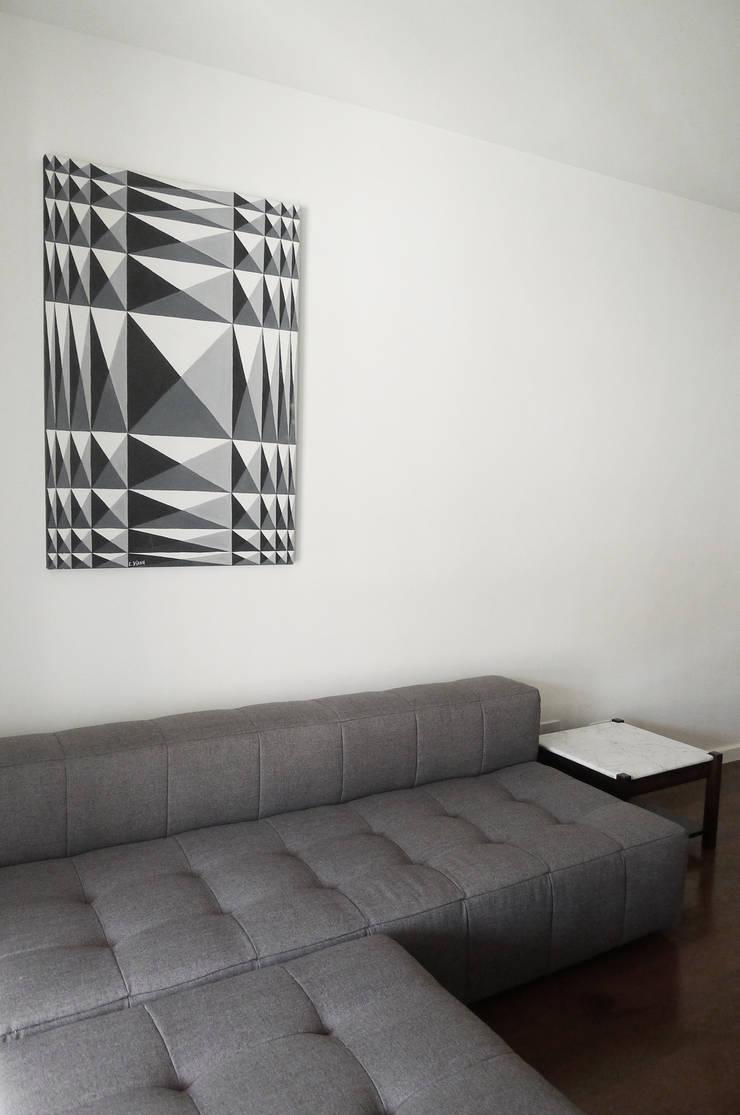 Apartamento K: Salas de estar  por bARST arquitetura e urbanismo