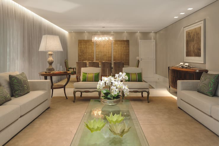 Wohnzimmer von Rosangela C Brandão Interiores,
