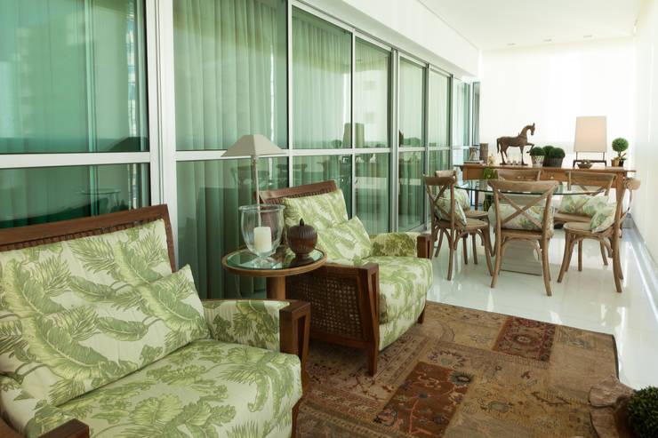 Patios & Decks by Rosangela C Brandão Interiores,