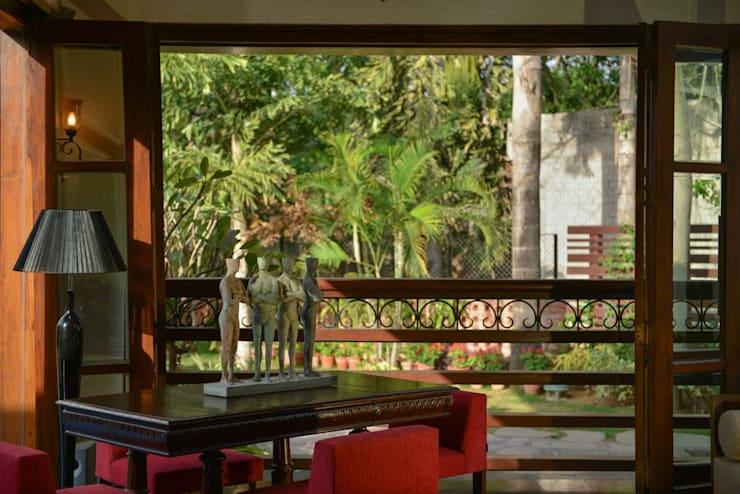 Chattarpur Farmhouse New Delhi:  Balconies, verandas & terraces  by monica khanna designs