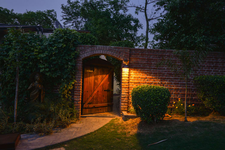 Juanapur Farmhouse:  Garden  by monica khanna designs