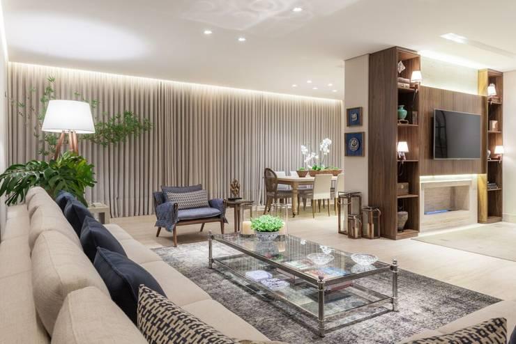 Casa Bairro Alphaville. Belo Horizonte: Salas de estar  por Rosangela C Brandão Interiores