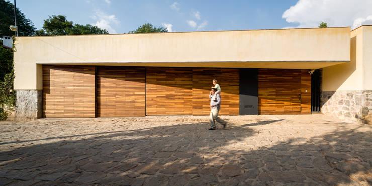 Casas de estilo  por TAAR / TALLER DE ARQUITECTURA DE ALTO RENDIMIENTO, Moderno