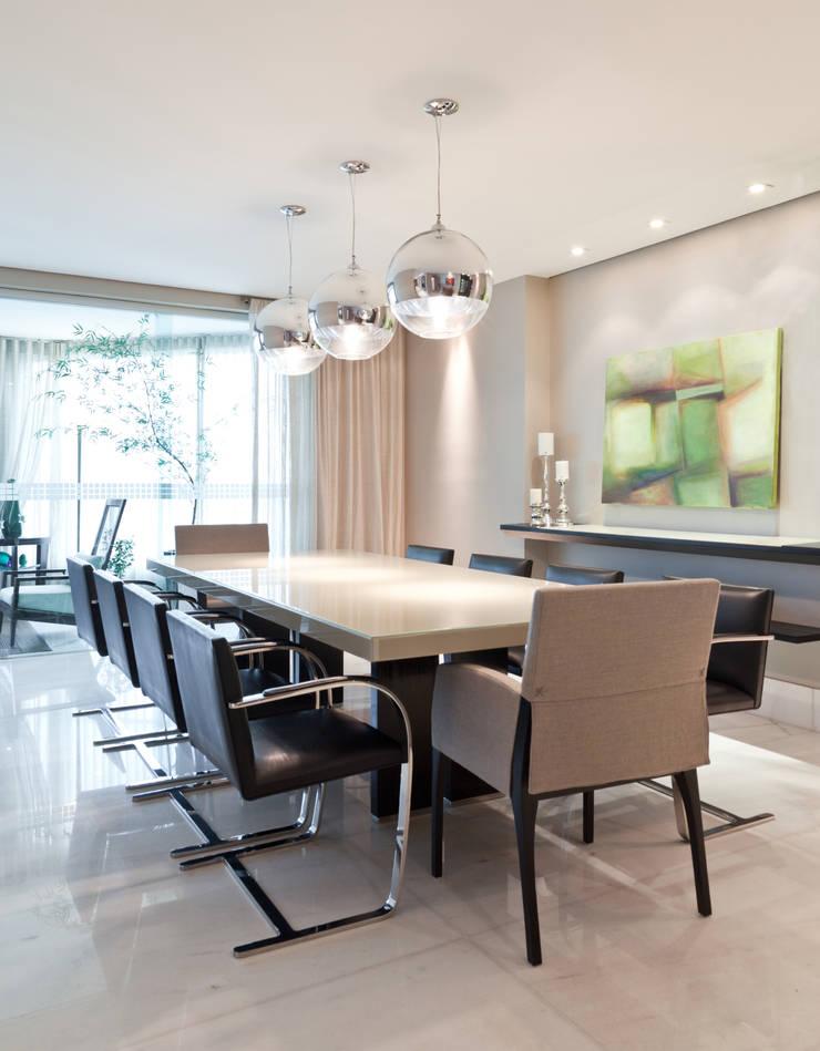 Apartamento Bairro Belvedere II: Salas de jantar  por Rosangela C Brandão Interiores