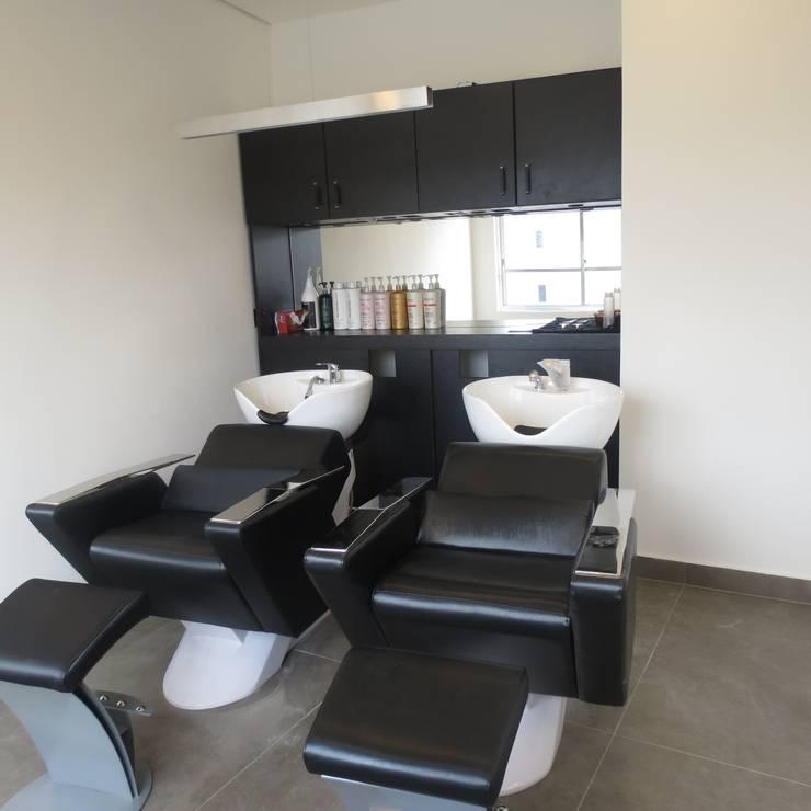 Sala de lavagem de cabelo: Espaços comerciais  por Danielle David Arquitetura,Moderno