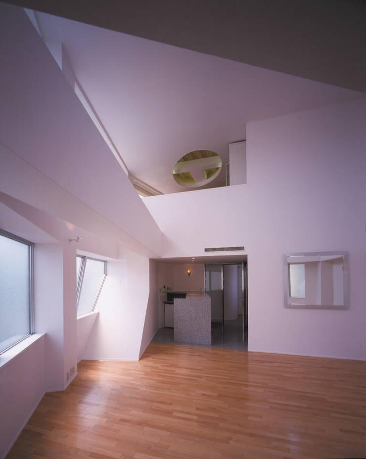 2階応接室 モダンデザインの リビング の Guen BERTHEAU-SUZUKI Co.,Ltd. モダン
