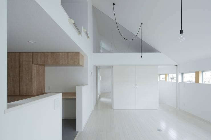 リビング空間: 田原泰浩建築設計事務所が手掛けたリビングです。