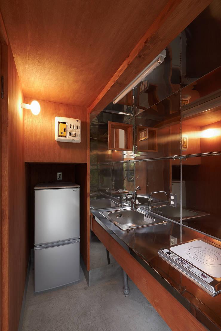 伊香保の小屋: デザインプラネッツ一級建築士事務所が手掛けたキッチンです。
