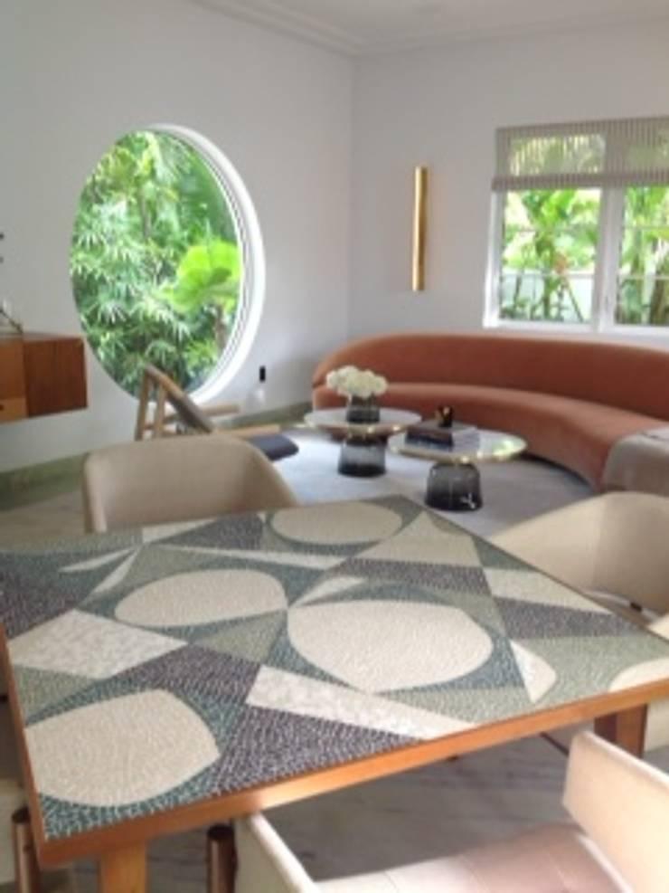 Paulo Wernek Decor: Sala de estar  por Paulo Werneck Decor