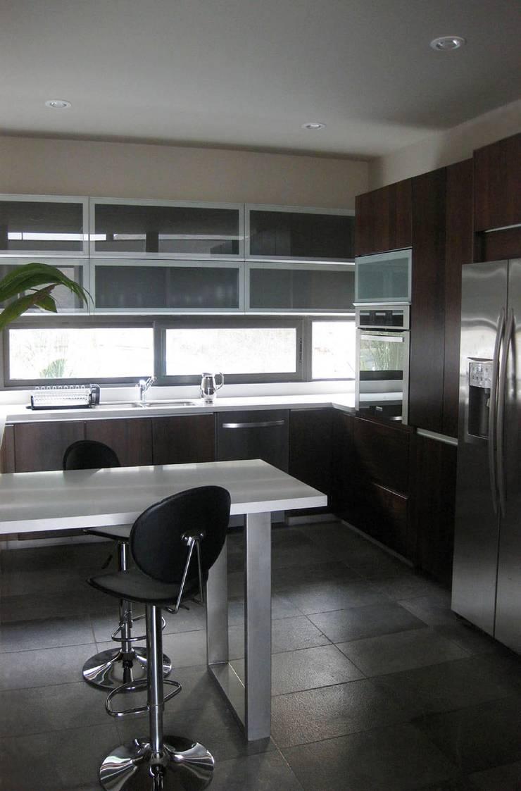 CASA MV RENACIMIENTO: Salas de estilo  por planeta diseño + construcción SA de CV