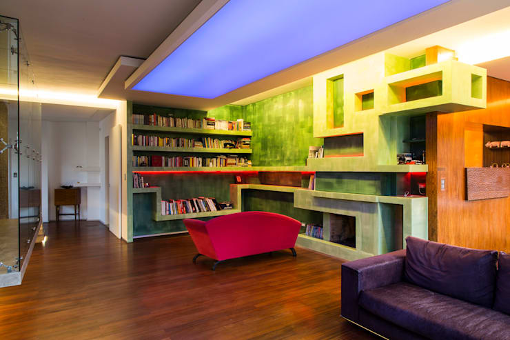 Salone: Soggiorno in stile in stile Moderno di officinaleonardo