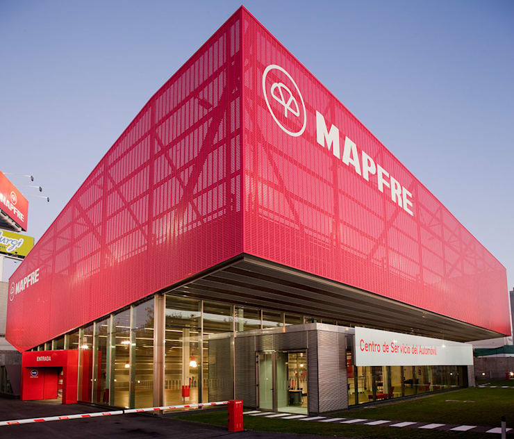 Concesionarios de automóviles de estilo  por Beriot, Bernardini arquitectos, Industrial Hierro/Acero