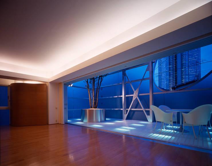 Modern living room by Guen BERTHEAU-SUZUKI Co.,Ltd. Modern