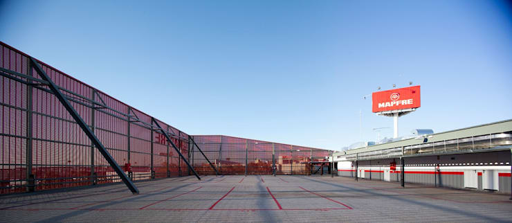 Dealer mobil oleh Beriot, Bernardini arquitectos, Industrial Besi/Baja