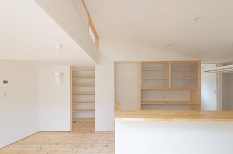 つどう×つながる家: 加藤淳一級建築士事務所が手掛けたダイニングです。