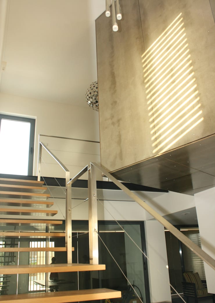 Casa Cubo: Corredores e halls de entrada  por Plano Humano Arquitectos