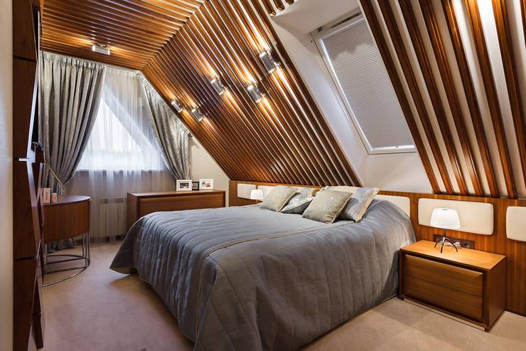 ДОМ В СЯРЬГАХ, 315 М2: Спальни в . Автор – Юдин и Новиков Дизайн-студия