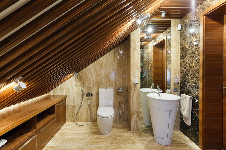 ДОМ В СЯРЬГАХ, 315 М2: Ванные комнаты в . Автор – Юдин и Новиков Дизайн-студия