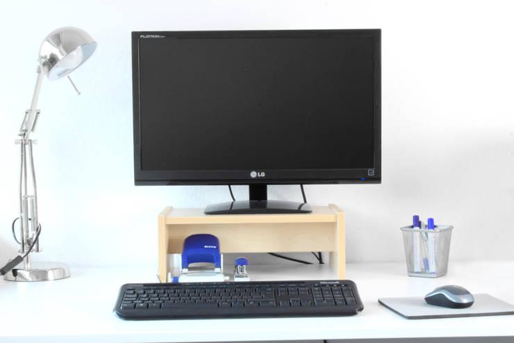 Monitorständer für Ikea Galant Schreibtisch in Birke: skandinavische Arbeitszimmer von NSD New Swedish Design GmbH