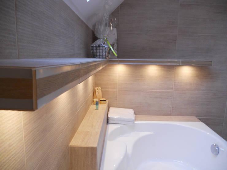 Beżowa łazienka: styl , w kategorii Łazienka zaprojektowany przez Katarzyna Wnęk,