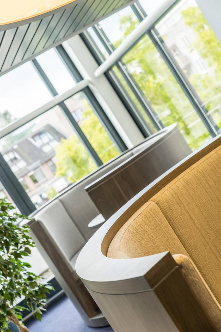 Gemeentehuis:  Studeerkamer/kantoor door DecoLegno