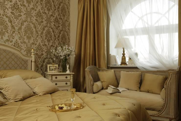 Верхняя спальня: Спальни в . Автор – СТУДИЯ ЮЛИИ НЕСТЕРОВОЙ