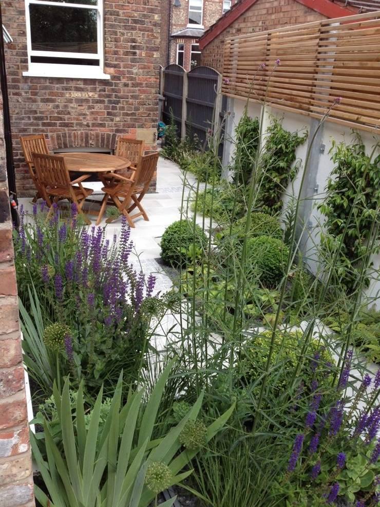 Bowden House:  Garden by Aralia