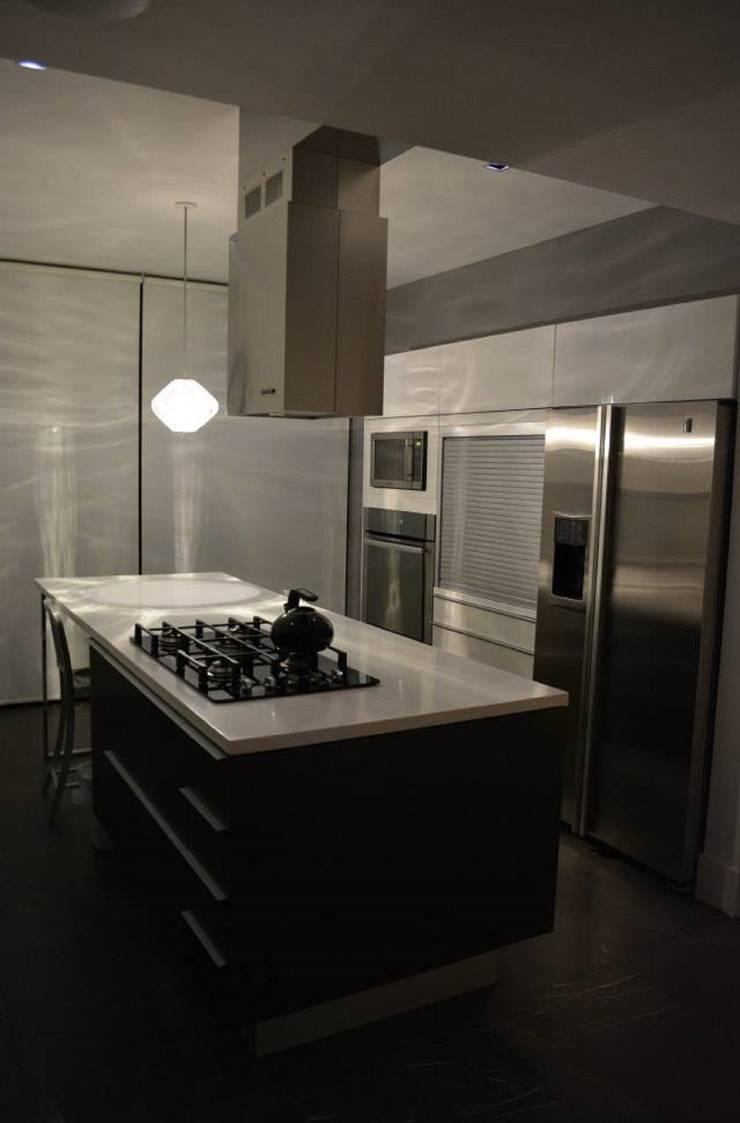CASA TG : Cocinas de estilo  por planeta diseño + construcción SA de CV