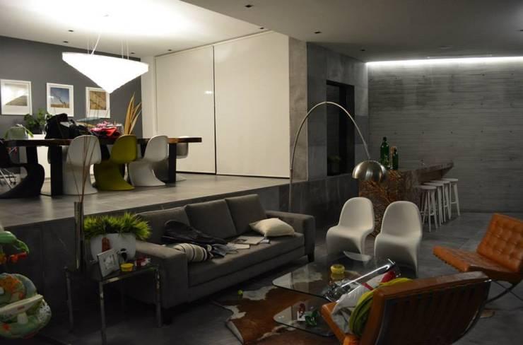 Salas de estilo  por planeta diseño + construcción SA de CV