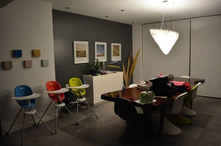 CASA TG : Salas de estilo  por planeta diseño + construcción SA de CV