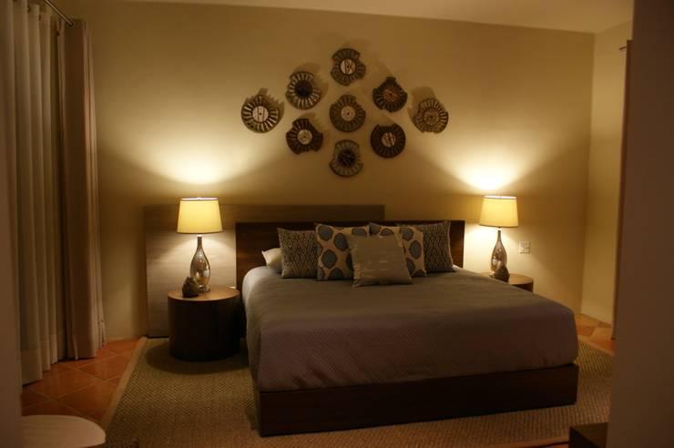 Penthouse Hacienda: Recámaras de estilo  por Olivia Aldrete Haas