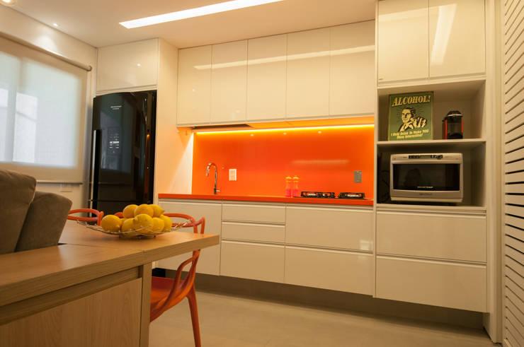 Apartamento Lago Norte: Cozinhas  por Carpaneda & Nasr
