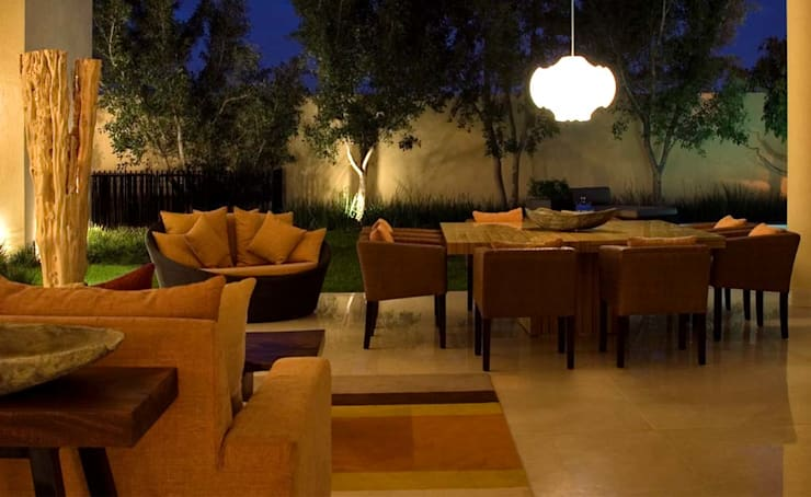 Residencia Guadalajara: Salas de estilo  por Olivia Aldrete Haas