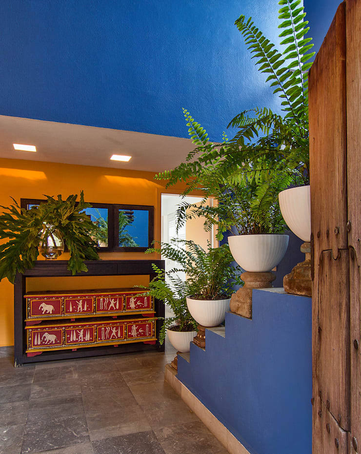 Residencia Tepoztlán: Pasillos y recibidores de estilo  por Olivia Aldrete Haas