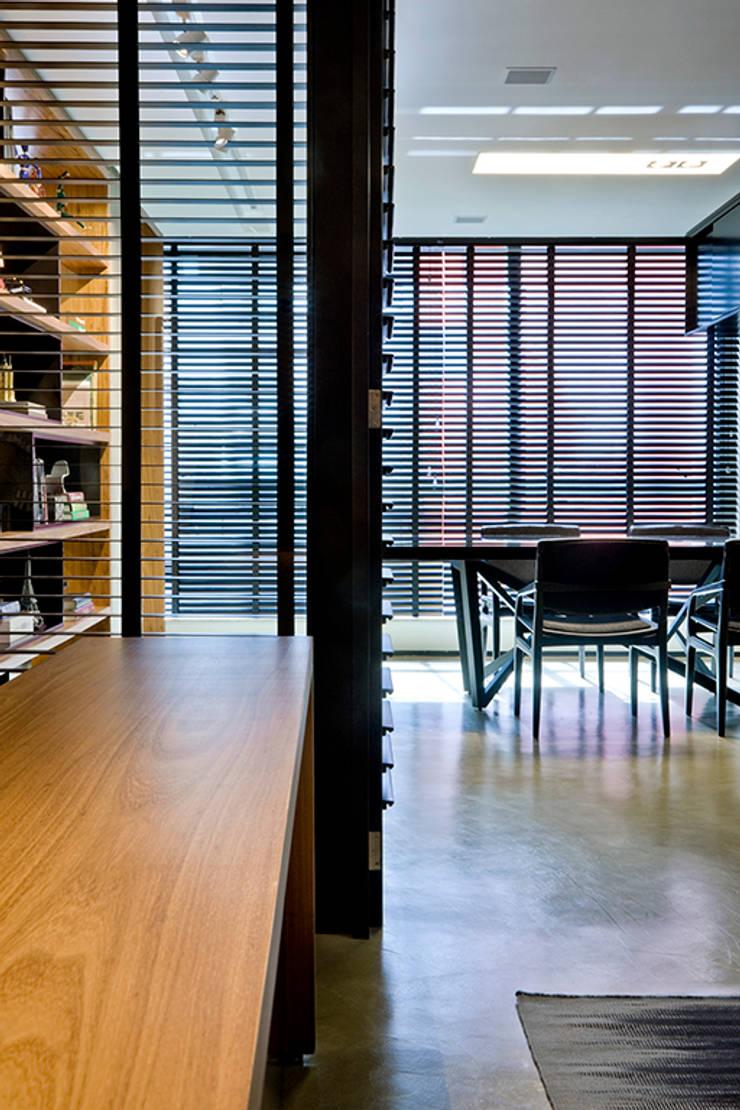 Escritório C&N: Escritórios  por Carpaneda & Nasr,Moderno