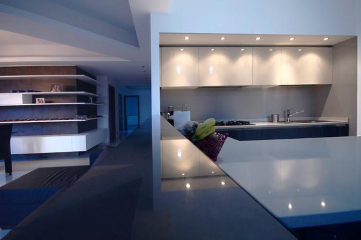 Кухни в . Автор – Andrea Orioli, Модерн