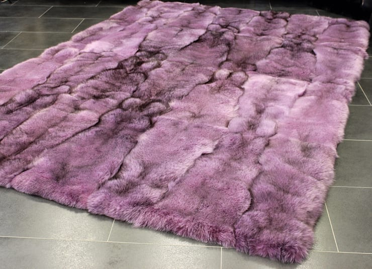 Exklusiver Fuchs Pelzteppich in rosa:  Wände & Boden von Lars Paustian - International Fur