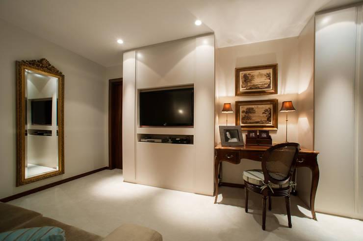 Quartos Residência em Brasília: Quartos  por Rosangela C Brandão Interiores,