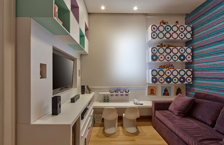 Projekty,  Pokój multimedialny zaprojektowane przez Isabela Canaan Arquitetos e Associados