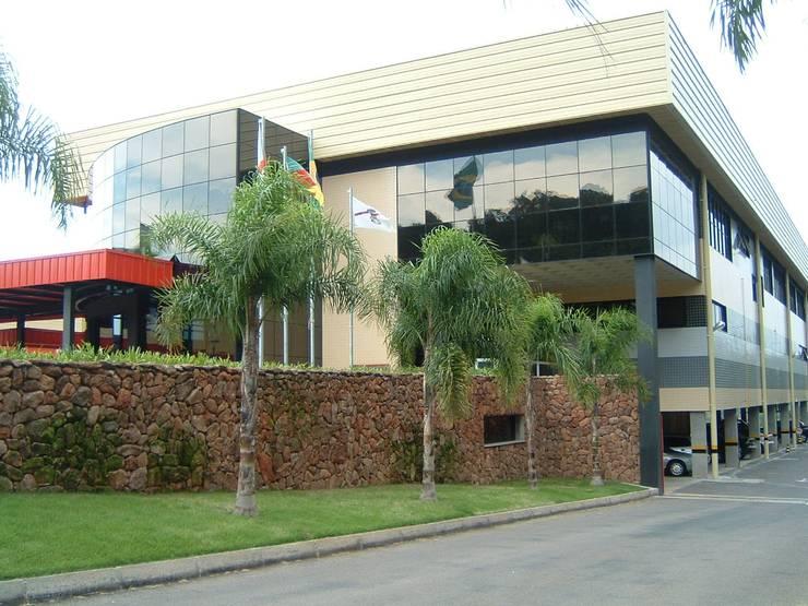 TODESCHINI S.A - Indústria de Móveis: Escritórios  por Burger Arquitetos