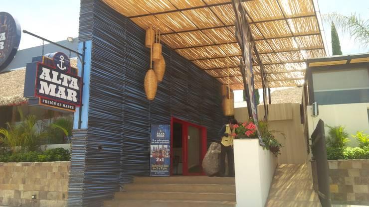 restaurante: Pasillos y recibidores de estilo  por bello diseño interior