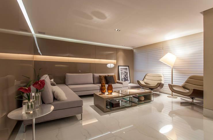 Apartamento A.P: Salas de estar  por Bellini Arquitetura e Design,Moderno