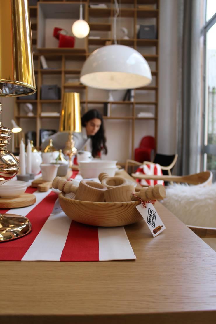 Natal: Sala de jantar  por Entre Led e Design