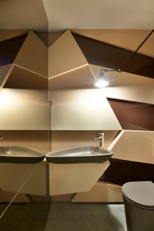 Banheiro Escritório: Banheiros  por Bellini Arquitetura e Design,Moderno