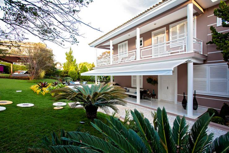 Sítio P.P.N.R: Casas modernas por Bellini Arquitetura e Design