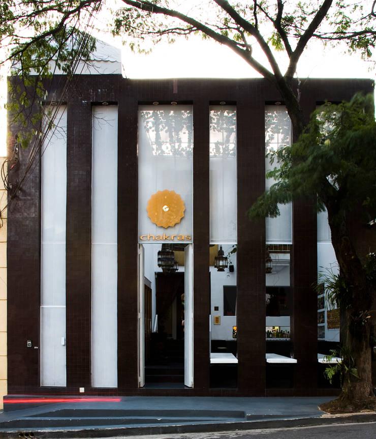 Chakras Restaurant Façade: Janelas   por LOLA