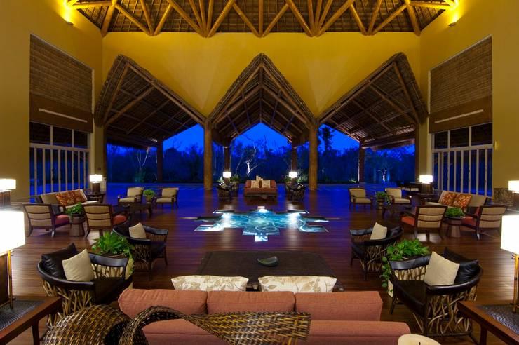 Lobby Zen Grand.: Paisajismo de interiores de estilo  por MC Design