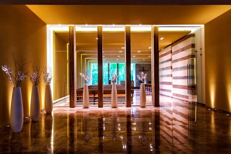 Capilla Zen Grand / Ingreso.: Paisajismo de interiores de estilo  por MC Design
