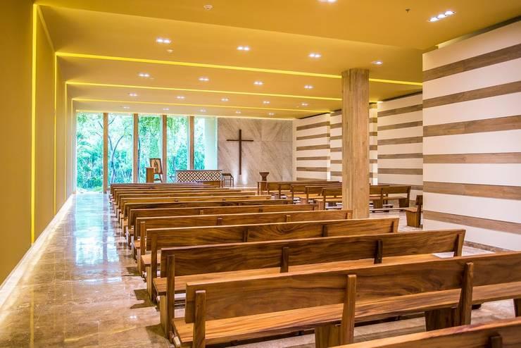 Capilla Zen Grand / Área para la asamblea.: Paisajismo de interiores de estilo  por MC Design