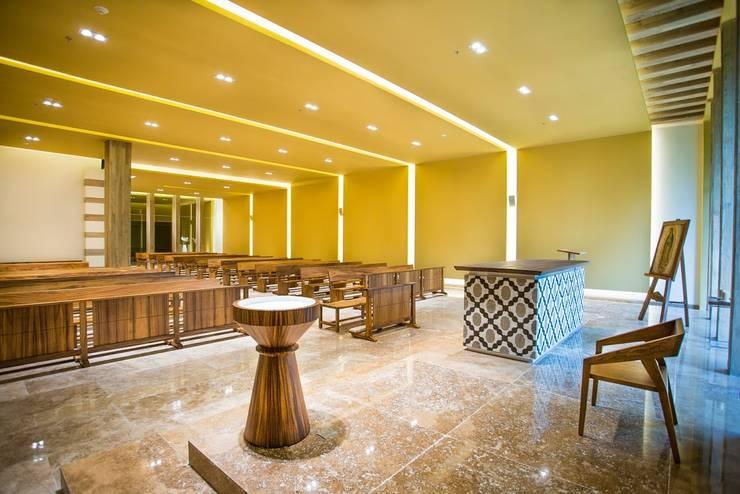 Capilla Zen Grand / Altar.: Paisajismo de interiores de estilo  por MC Design